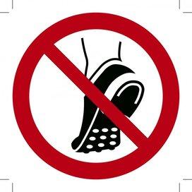 Verboden Schoenen Met Metalen Noppen te Dragen 100x100 (sticker)